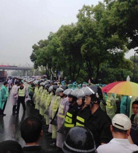 台媒:杭州警察不愿镇压村民抗议 集体罢工